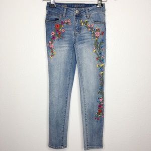 CHEROKEE BOHO Embroidered Flower SUP. Skinny Jeans
